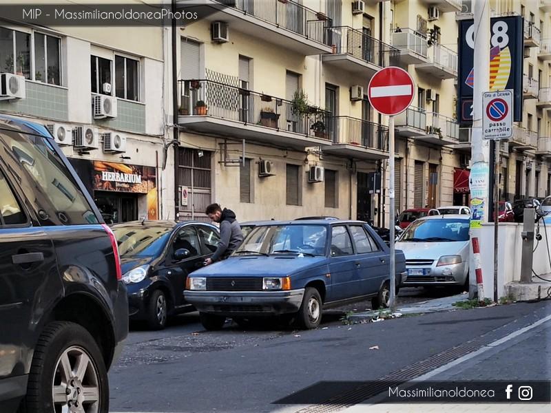 Auto Abbandonate - Pagina 9 Renault-9