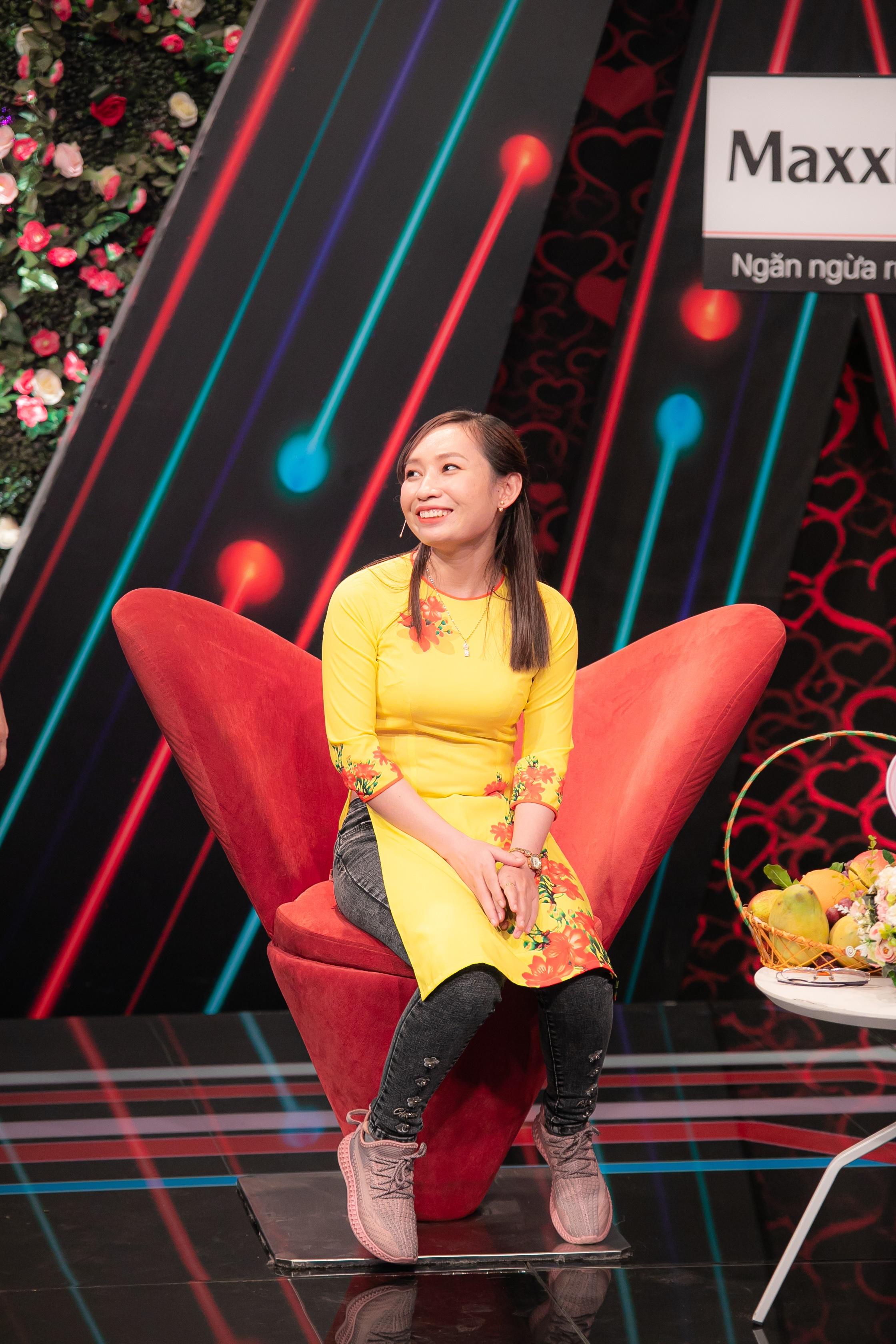 NSND Hồng Vân đại diện xem mắt đàng trai cho nữ công nhân một mình đi hẹn hò