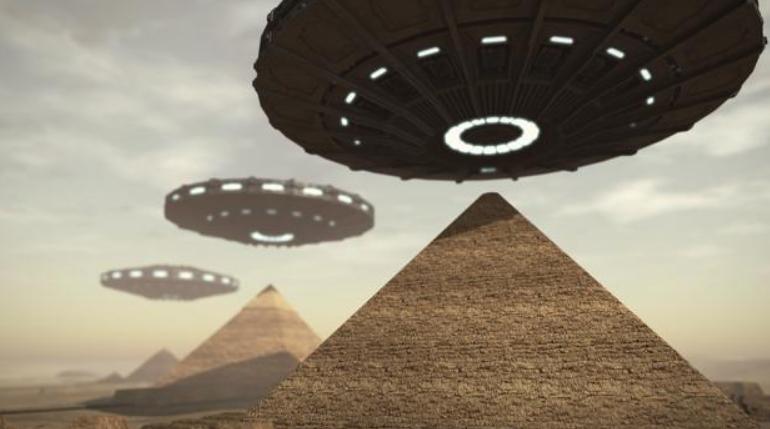 Gli Alieni hanno costruito le Piramidi in Egitto, secondo Elon Musk.