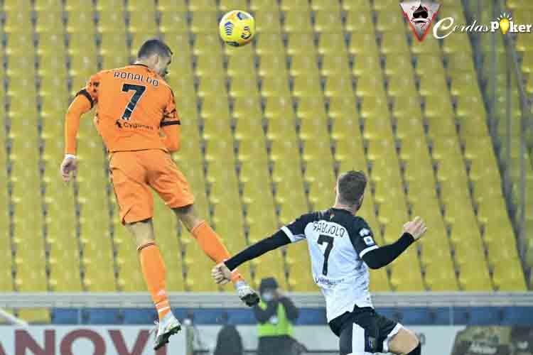 Melayang 2 Meter di Udara, Cristiano Ronaldo Catat Gol Sundulan ke-133