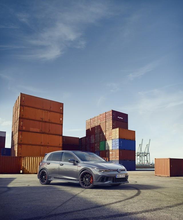 Célébration de l'anniversaire d'une icône : Volkswagen lance la Golf GTI Clubsport 45 sur le marché DB2021-AU00047large