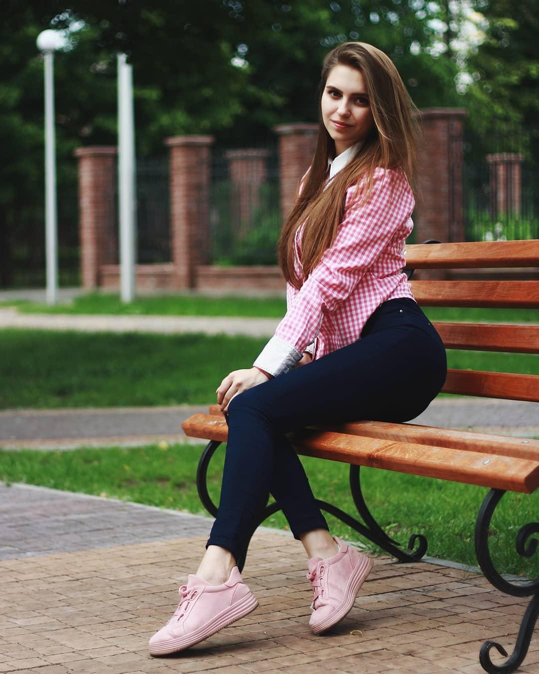 Katya-Melnyk-Wallpapers-Insta-Biography-2