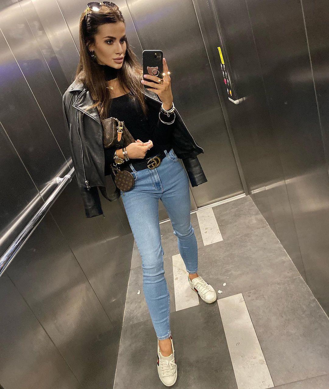 Paulina-Mai-Wallpapers-Insta-Fit-Bio-8