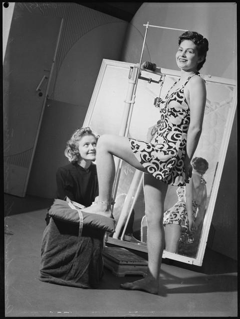 School-of-mannequins-Australia-1940-6