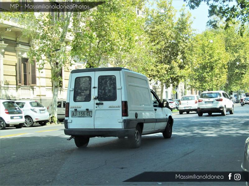 Veicoli commerciali e mezzi pesanti d'epoca o rari circolanti - Pagina 7 Renault-Express-D65-1-9-64cv-97-AJ156-CL