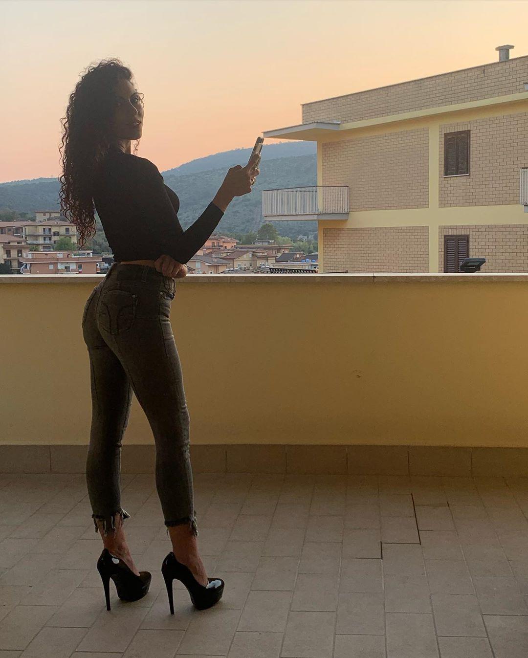 Sara-Quattrociocche-Wallpapers-Insta-Fit-Bio-4