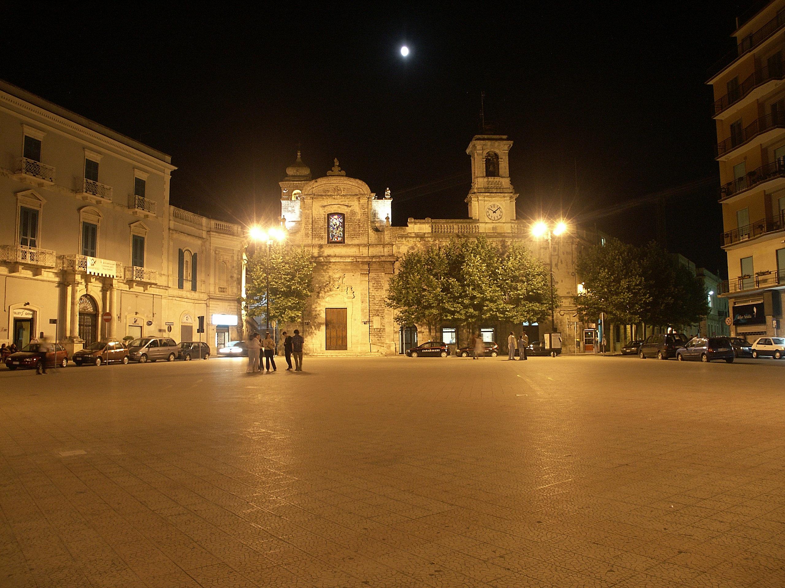 piazza-plebiscito-sera-21-7-02