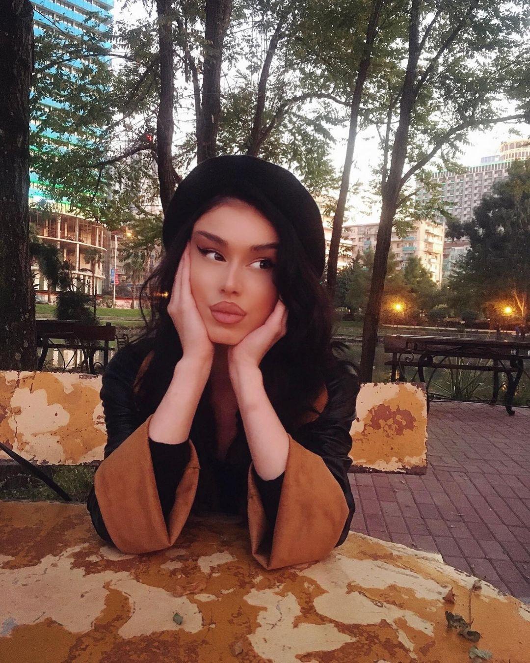 Mariam-Tsitsnadze-Wallpapers-Insta-Fit-Bio-8