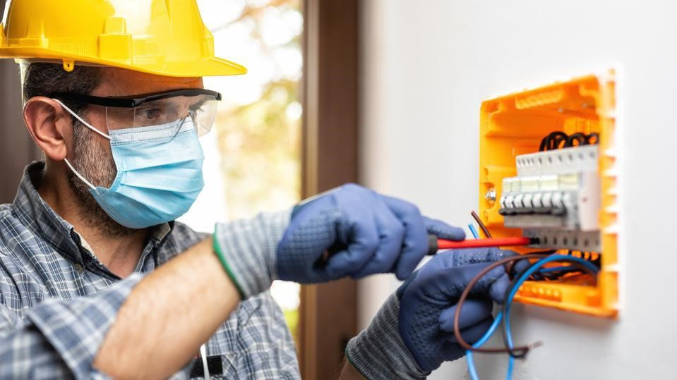 Why You Shouldn't Hesitate to Call an Emergency Electrician