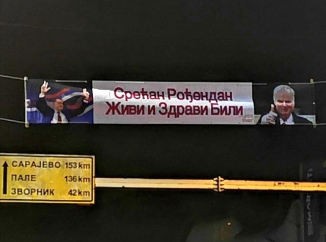 U CENTRU BRATUNCA SRAMNI BANER POSVEĆEN MLADIĆU I DODIKU! Burne reakcije: 'Šta još treba da se desi da se nametne zakon o negiranju genocida?'
