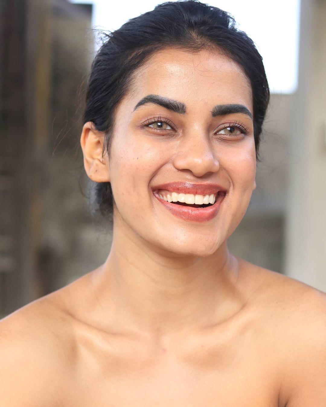candidatas a femina miss india 2020. final: 10 feb. top 15 pag.3. - Página 4 FI1c0B