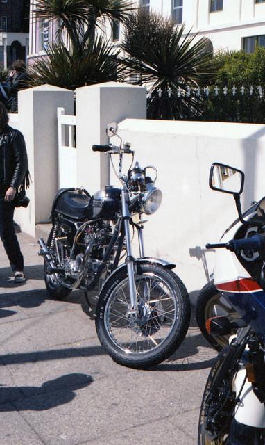 [Image: 1984-Isle-of-Man-Triumph-custom-bike.jpg]