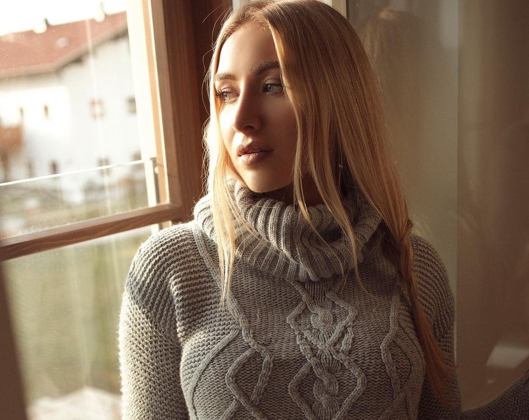 Amanda-Ries-Wallpapers-Insta-Fit-Bio-5