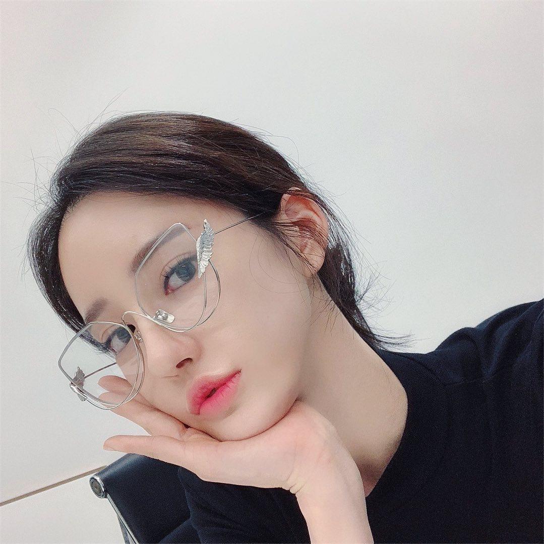 Seojin-Ban-Wallpapers-Insta-Fit-Bio-4