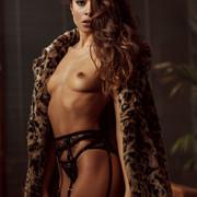 Chiara-Bianchino-Gentlemens-Club-by-Hannes-Walendy-1