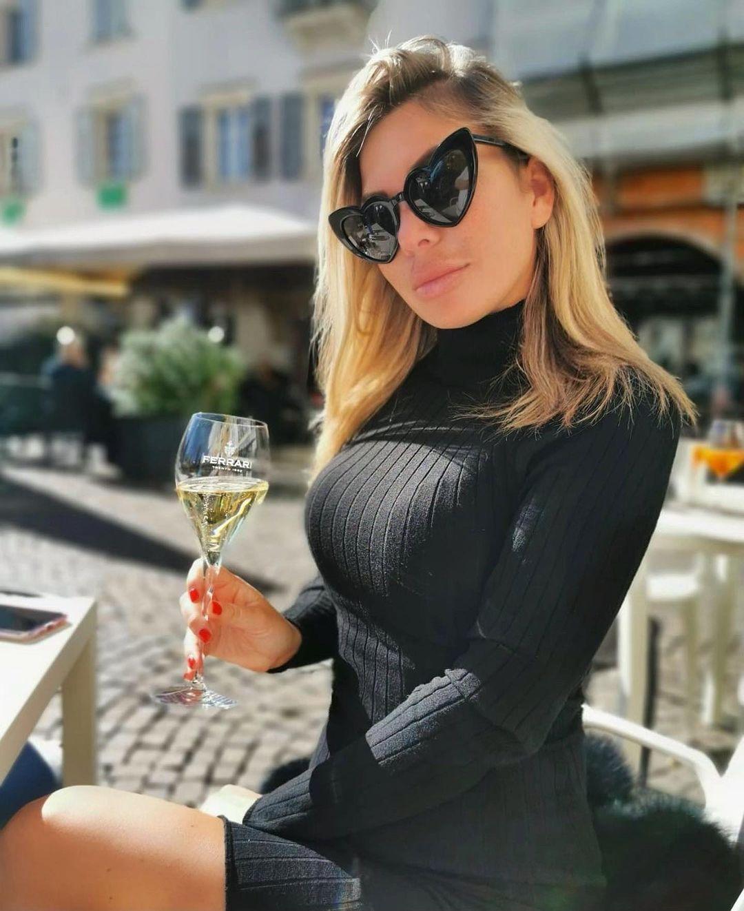 Alessandra-Moro-Wallpapers-Insta-Fit-Bio-7