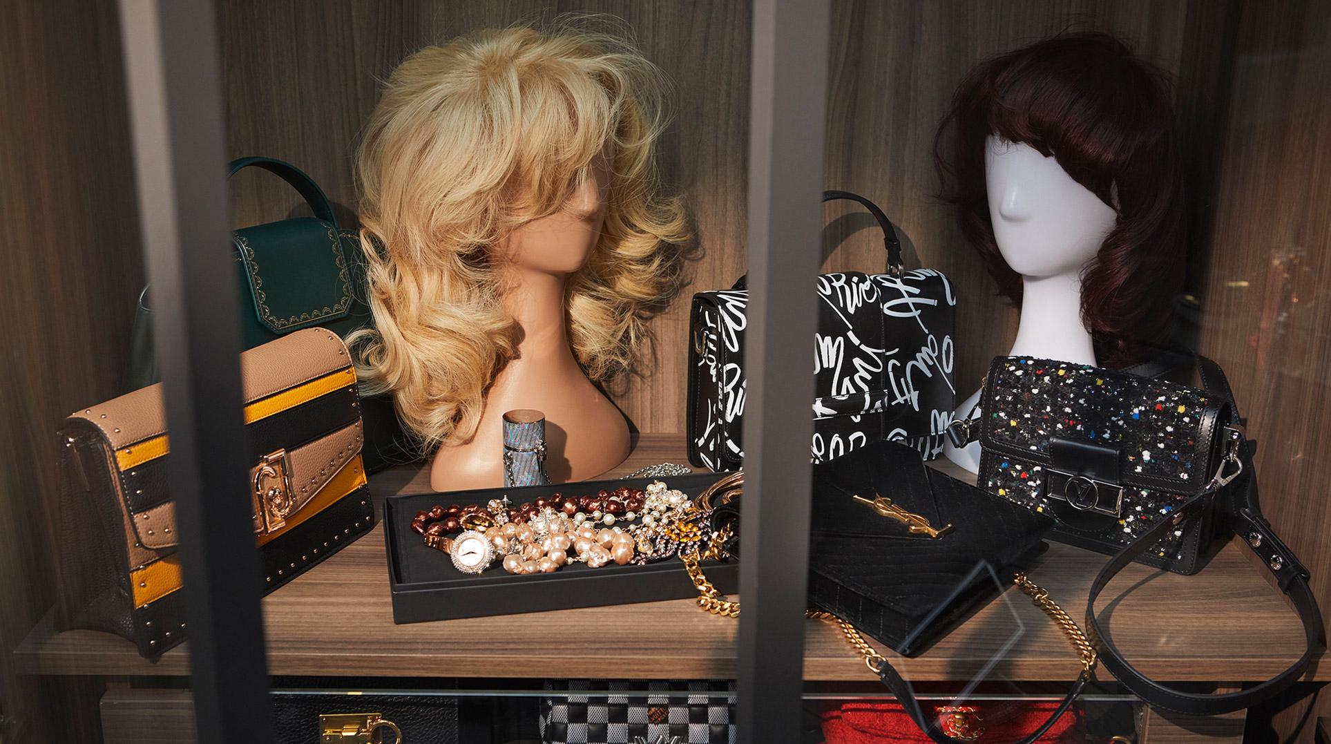 Девушка, кошка и модные сумочки / фото 12