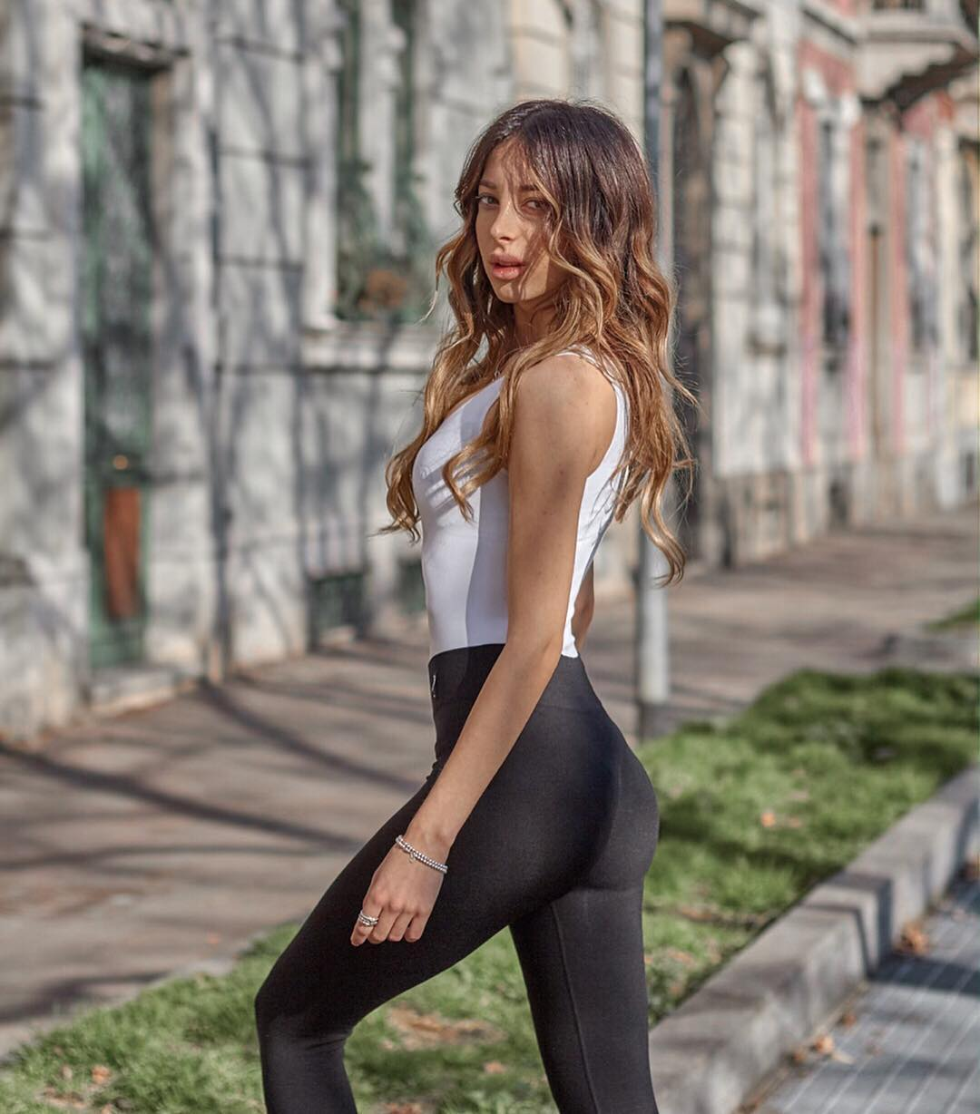 Elena-Nicol-Pasqualotti-Wallpapers-Insta-Fit-Bio-17