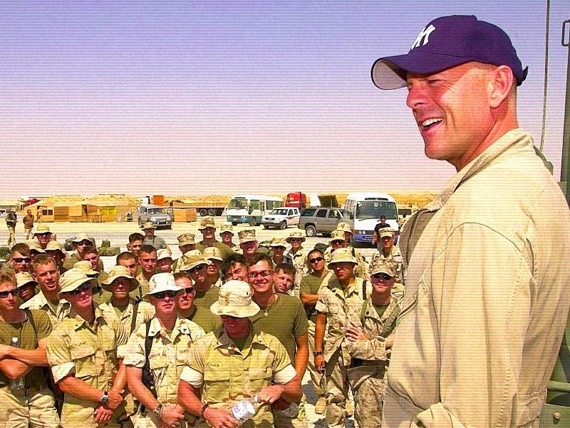 Брюс Уиллис Ирак.jpg