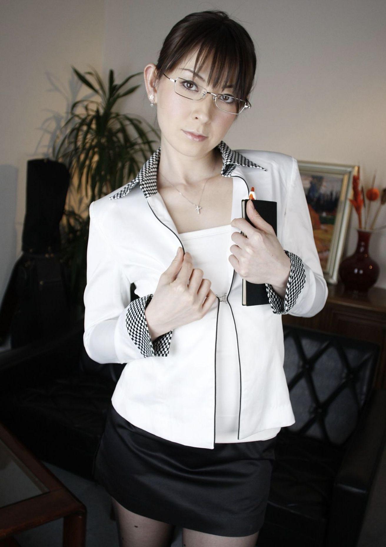 欲求不満の熟女教師 北条麻妃・柳田やよい・光月夜也 濃密グラビア写真集 006