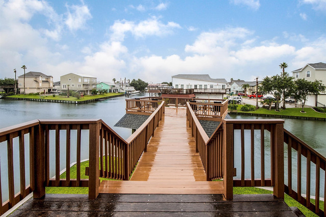 28-n-sandpiper-catwalk-and-boat-house