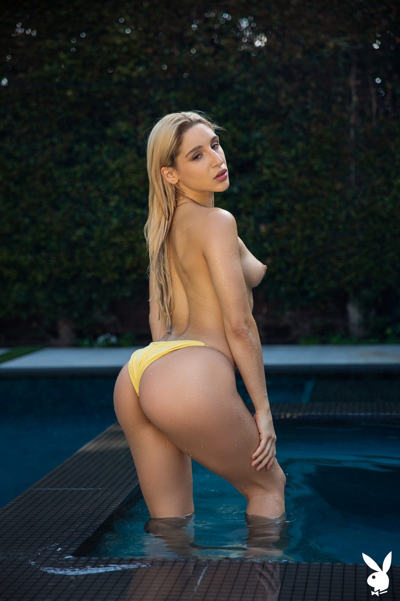 Abella Danger in Ahead of the Curve Abella01-0027
