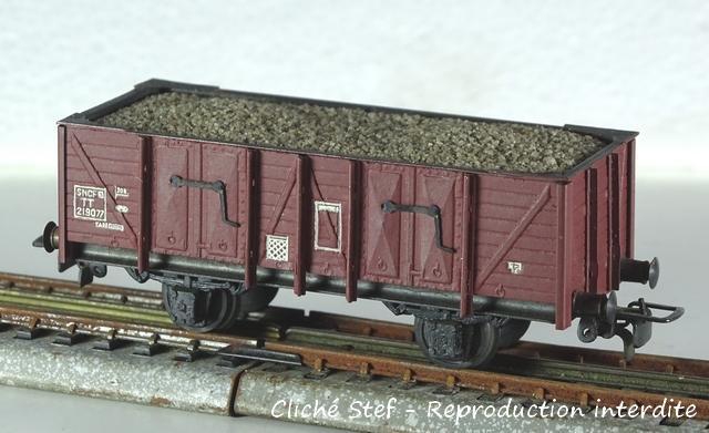 Wagons tombereau 2 essieux maquette chargés VB-tombereau-essieux-zamac-lie-de-vin-ballast-DSC00050