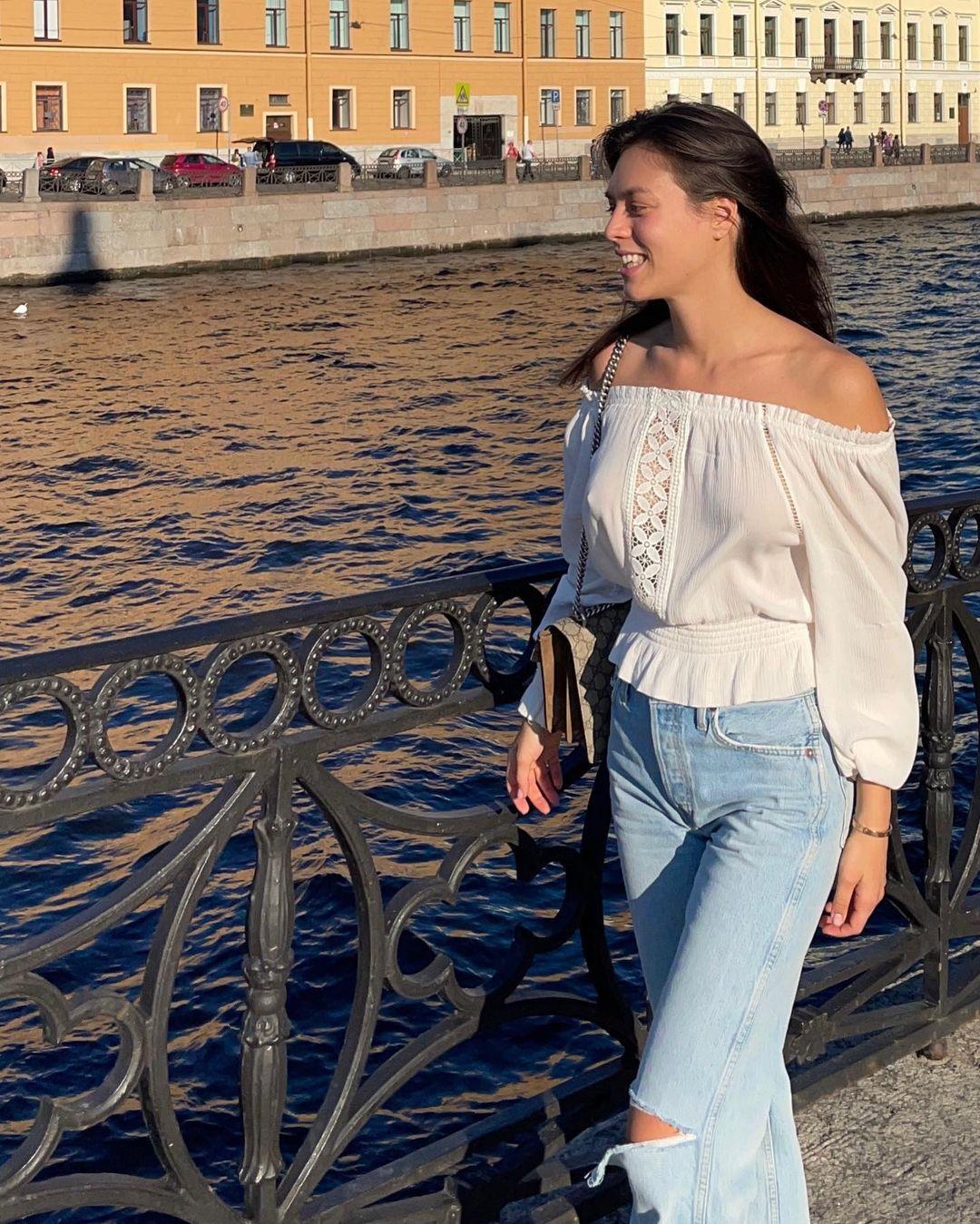 Alina-Gamidova-Wallpapers-Insta-Fit-Bio-2