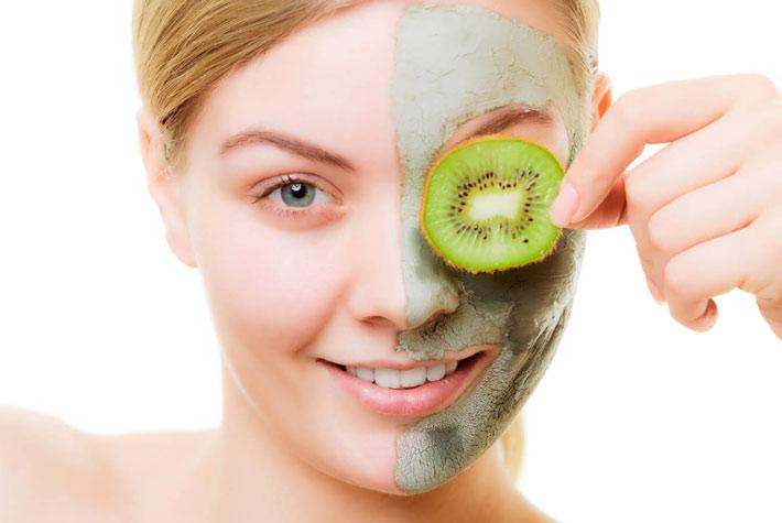 Maschere casalinghe per il viso: tre ricette naturali fai da te ideali per lo smart working