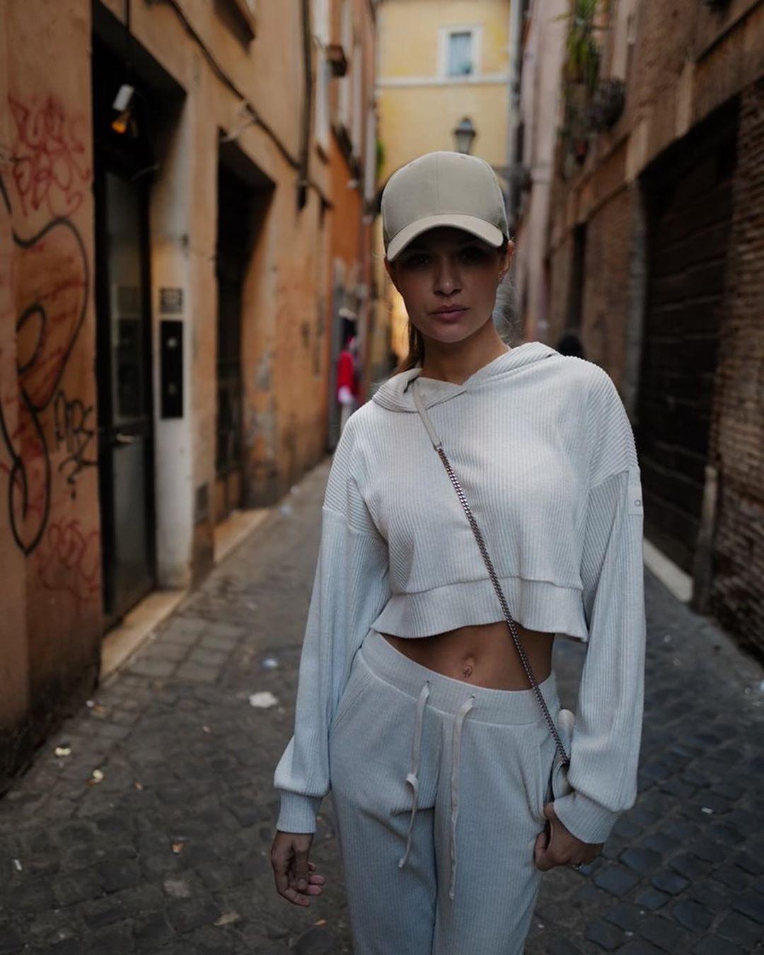 Josephine-Skriver-Wallpapers-Insta-Fit-Bio-5