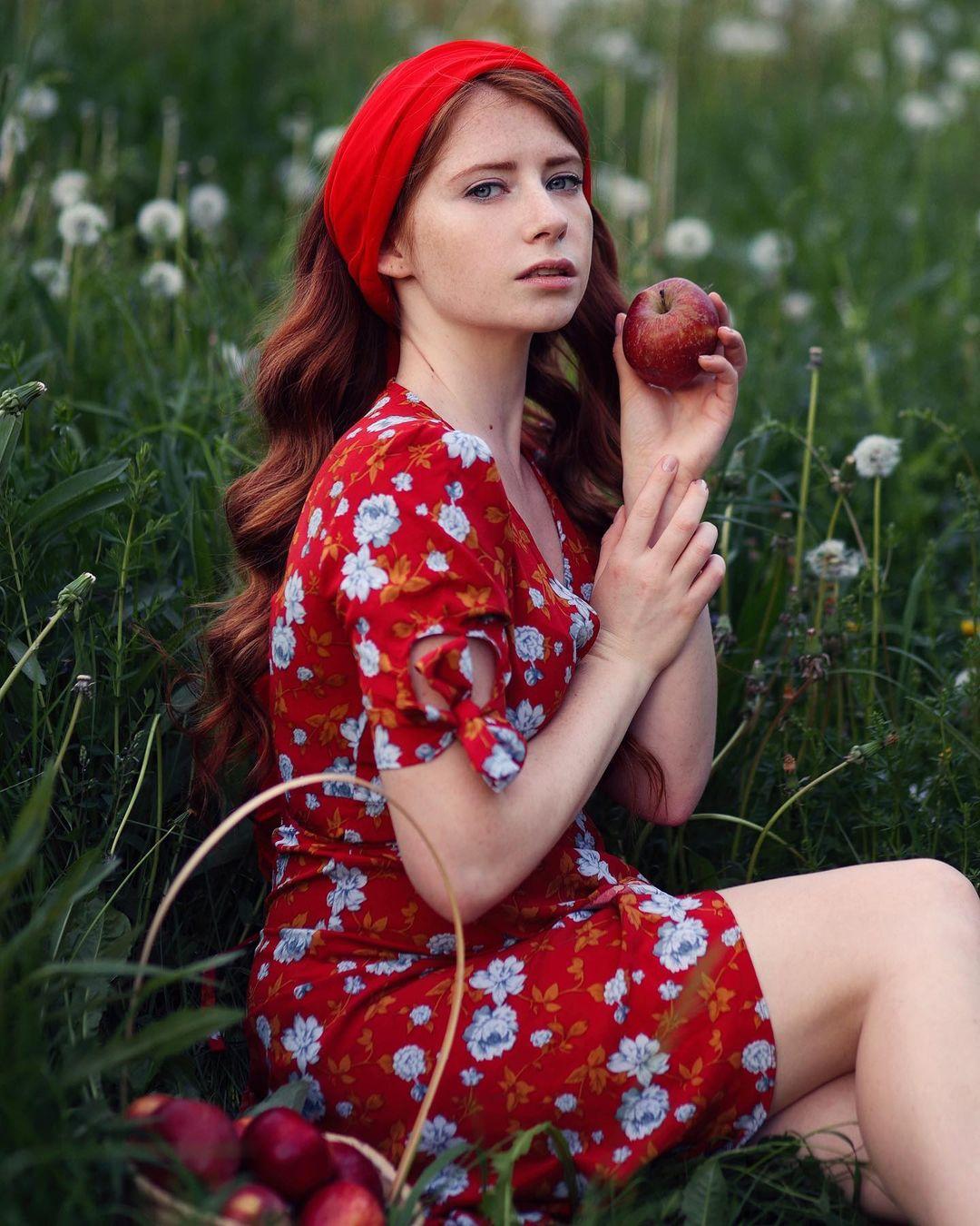 Anastasiya-Solenova-Wallpapers-Insta-Fit-Bio-8