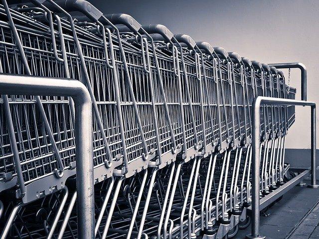W ostatnich latach robienie zakupów w sieciowych marketach stało się prawie formą rodzinnej rozrywki.