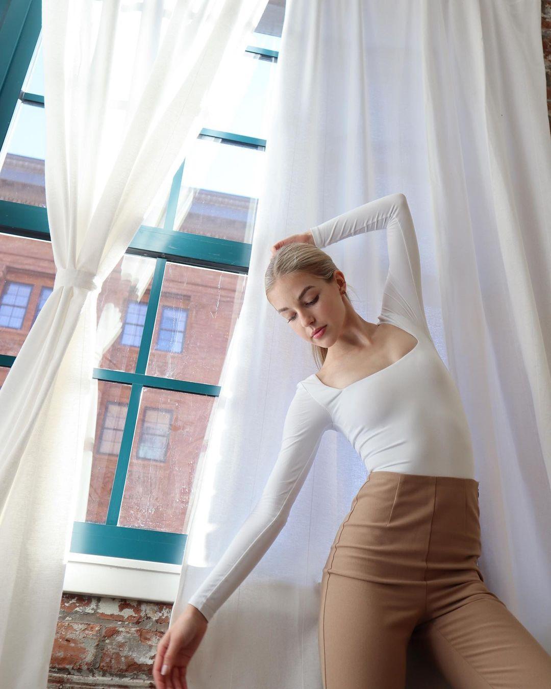 Gabby-C-Thomas-Wallpapers-Insta-Fit-Bio-4