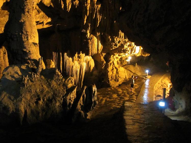 Ngum Ngao Cave
