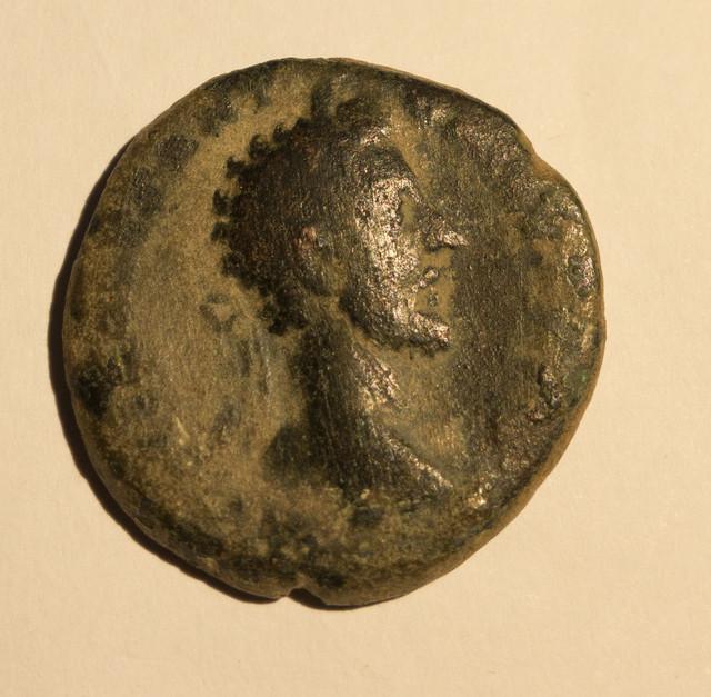 As de Marco Aurelio. IMP VII(I) COS III PAX AETERNA AVG – S C. Pax estante a izq. Roma. Roma-7-1-de-1