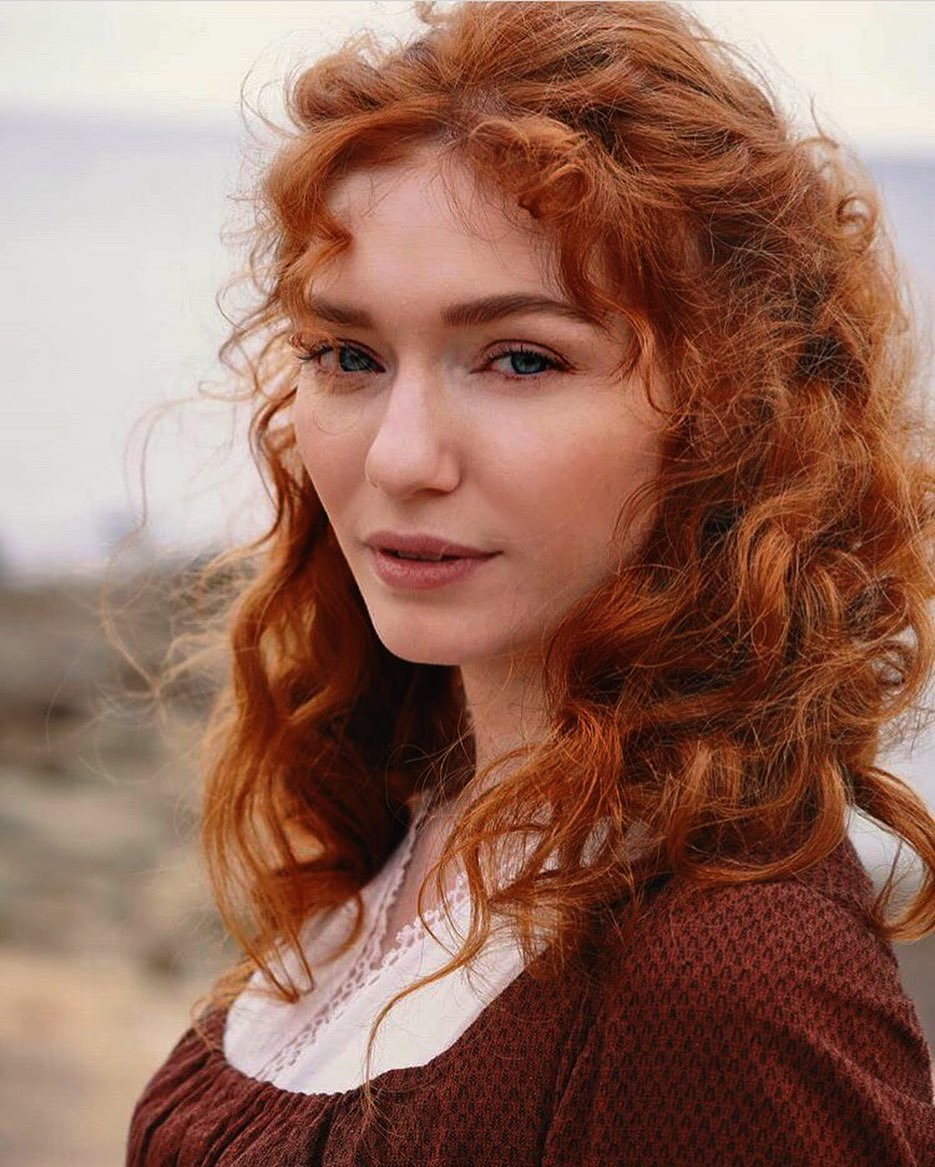 Eleanor-Tomlinson-3