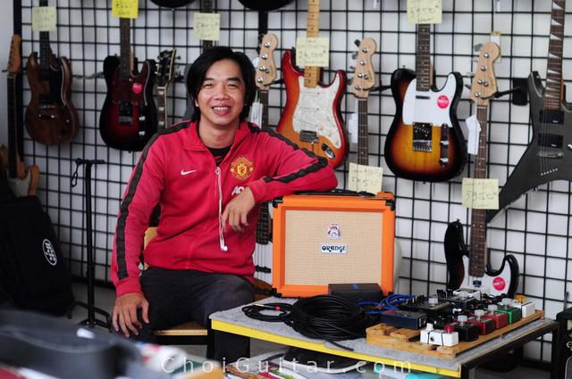 Khách hàng mua Ampli Orange tại ChoiGuitar