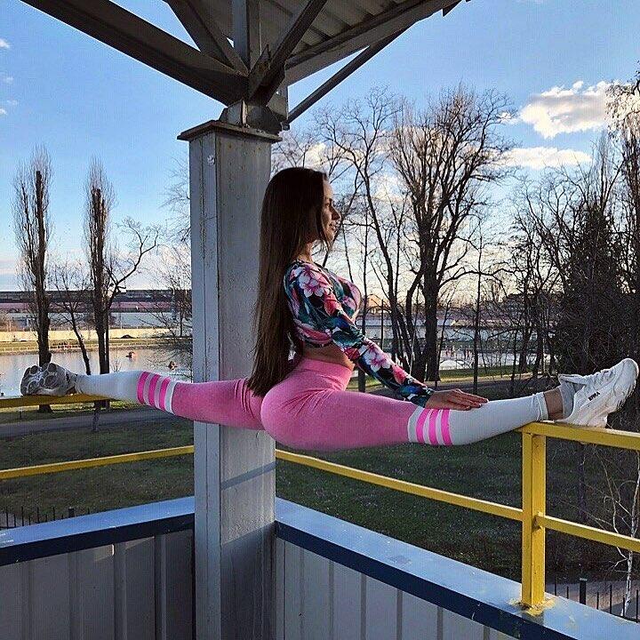 Ruslanka-Samoylenko-Wallpapers-Insta-Fit-Bio-11