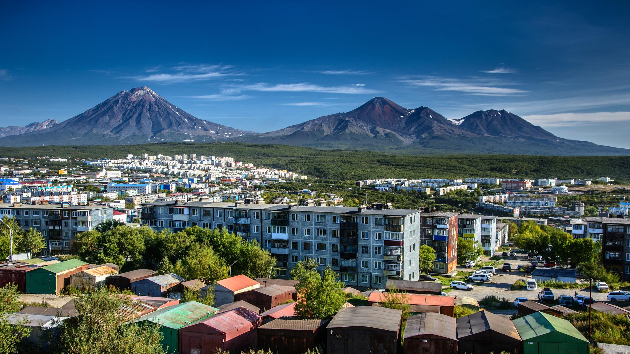 2017-Nature-Volcanoes-View-on-the-volcano-Avachinskaya-Sopka-Kamchatka-113352