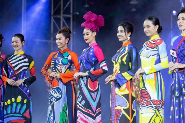 Hoa-hau-Khanh-Van-Khai-mac-Le-Hoi-Ao-Dai24-1024x768.jpg