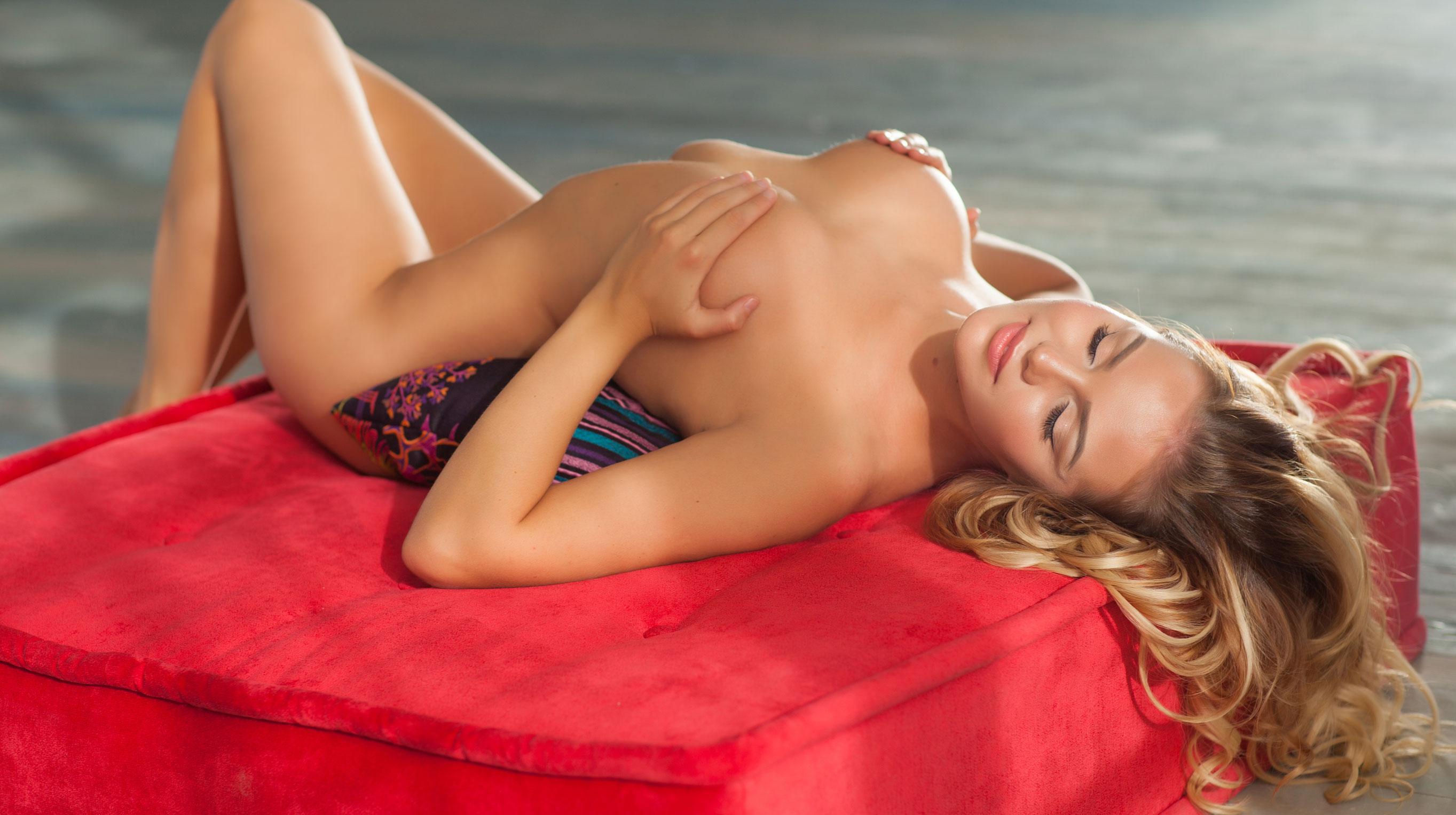 голая Ника Шукурова в Playboy / фото 01