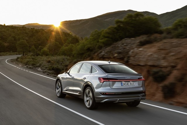 Assistant intelligent pour la conduite électrique: le calculateur d' itinéraire Audi e-tron A1915280-medium
