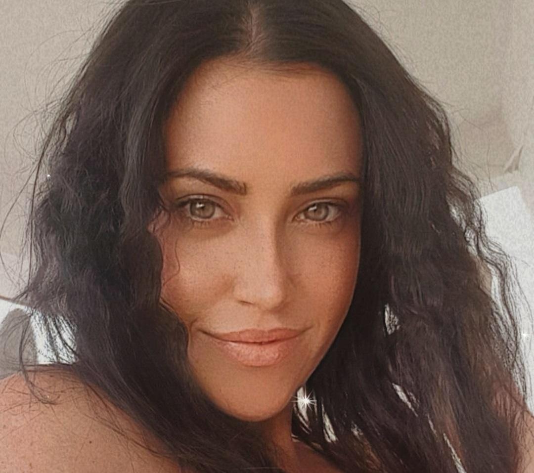Claudia-Ruggeri-Wallpapers-Insta-Fit-Bio-12