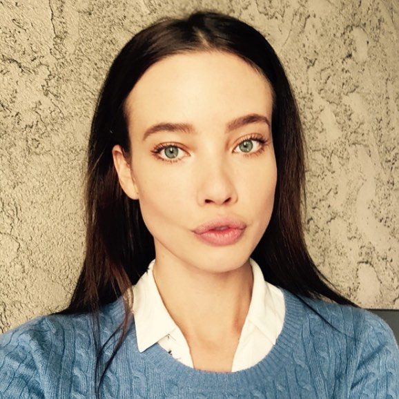 Stephanie-Corneliussen-Wallpapers-Insta-Fit-Bio-2