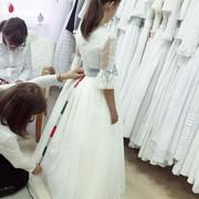 probando-vestidos-de-comunion