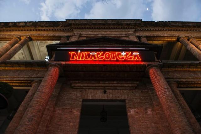 fachada-pinacoteca-osgemeos-910x609