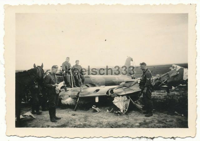 Foto-russisches-Schlachtflugzeug-Wrack-Flugzeug-Luftwaffe-Sowjetunion